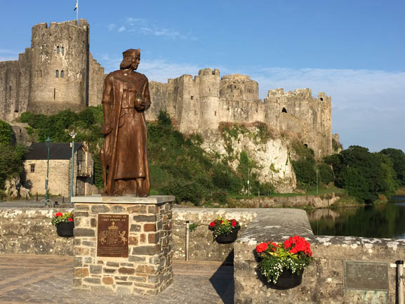 Pembroke's Henry VII statue  photographed by Linda Asman